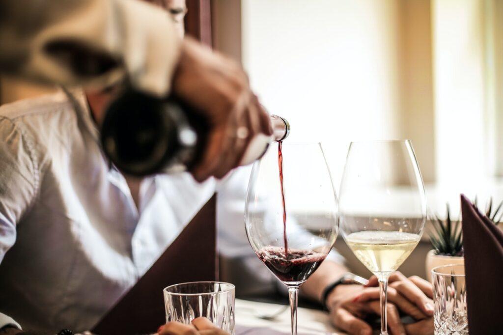 Wein Dinner Restaurant Aura Escort